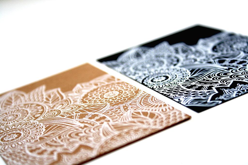 печать визиток печать белым цветом
